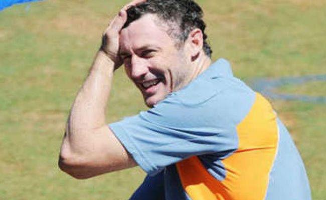 IPL : केकेआर ने हसी को मुख्य मेंटोर और मिल्स को गेंदबाजी कोच बनाया
