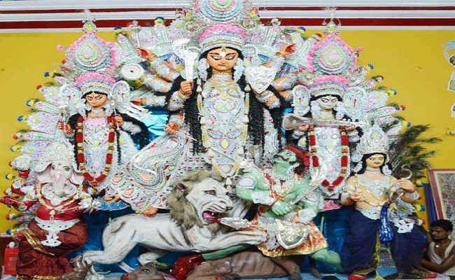 दुर्गा पूजा की धूम : मां अंबे का दर्शन कर श्रद्धालु हो रहे निहाल