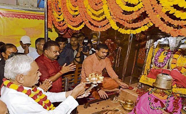दुर्गा पूजा की धूम : मुख्यमंत्री नीतीश कुमार  ने देवी स्थानों के दर्शन किये