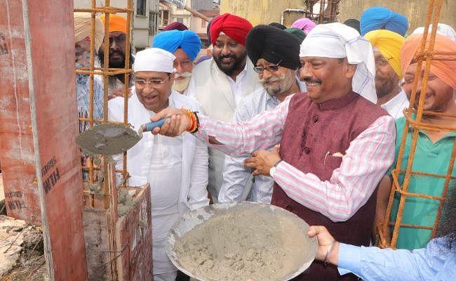 मुख्यमंत्री रघुवर दास ने जमशेदपुर में की अरदास, गरीबों की मदद की अपील की