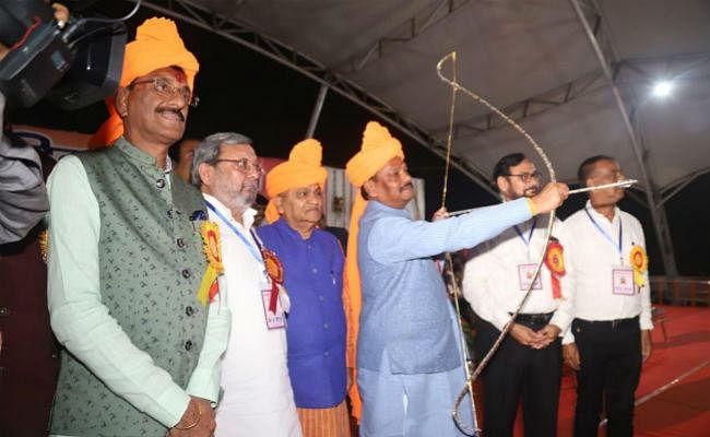रांची : रघुवर के तीर से जला रावण, मुख्यमंत्री मोरहाबादी और अरगोड़ा में आयोजित रावन दहण कार्यक्रम में हुए शामिल