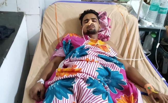 कोलकाता के टेंगरा में तीन अपराधियों ने युवक को पीट-पीटकर अधमरा किया, किडनी की नली फटी