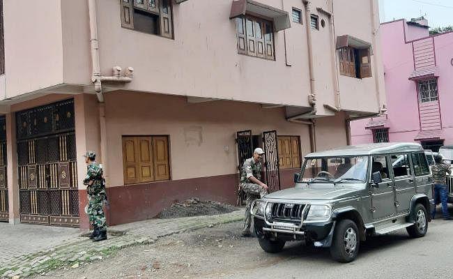 जेल में बंद खनन पदाधिकारी निरंजन प्रसाद के जमशेदपुर आवास पर एसीबी का छापा