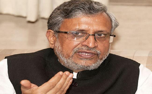 इंतजार करते रहे बिहार के उपमुख्यमंत्री सुशील मोदी, नहीं मिलने पहुंचे जलजमाव पीड़ित