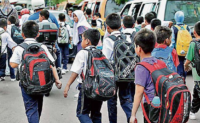 यूपी के सरकारी स्कूलों में हफ्ते में एक दिन 'नो-बैग' डे होगा लागू, बच्चों को टेंशन फ्री पढ़ाई का माहौल देने की पहल