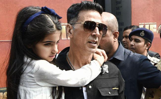 Housefull 4 Promotion : बेटी नितारा संग दिखे अक्षय कुमार, ये सितारे भी पहुंचे दिल्ली