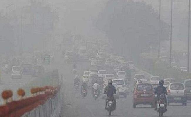 घूल रहा है दिल्ली की हवा में जहर, वायु गुणवत्ता सबसे खराब श्रेणी में पहुंची