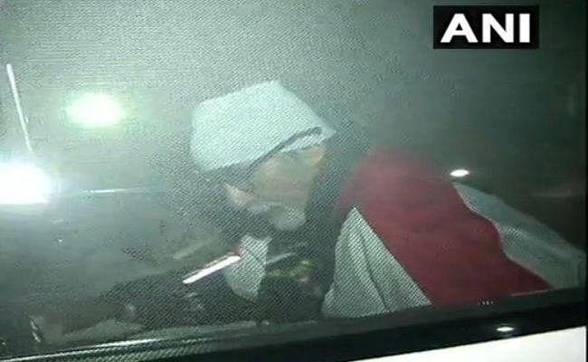 अमिताभ बच्चन को मिली अस्पताल से छुट्टी, पत्नी जया और बेटे अभिषेक दिखे साथ