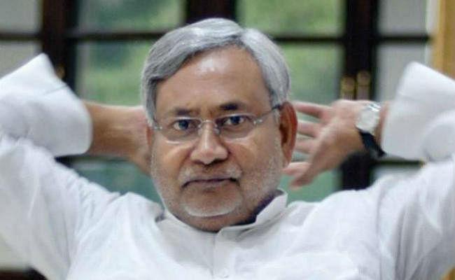 नीतीश पहुंचे दिल्ली, कल बदरपुर में होगी सभा