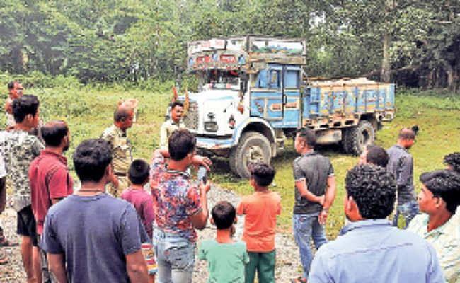 मयनागुड़ी : अवैध खनन के खिलाफ लोगों का फूटा गुस्सा