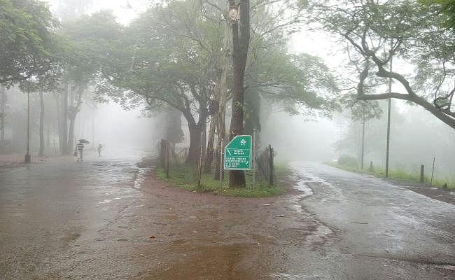 Weather Alert : रांची में 5:30 बजे तक 23 मिमी वर्षा, झारखंड में भारी बारिश से धनतेरस का बाजार बेजार