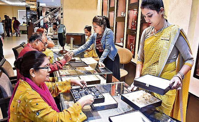 Dhanteras 2020: धनतेरस की खरीदारी का सबसे शुभ मुहूर्त, जानिये राशि के अनुसार क्या खरीदें