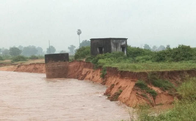 Jharkhand : तीन दिन की बारिश ने किसानों की कमर तोड़ी, धान की फसल व सब्जियां हुई बर्बाद