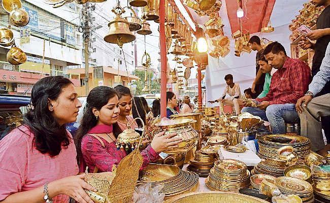 धनतेरस पर भागलपुर के बाजार में जमकर हुई धनवर्षा, 120 करोड़ से अधिक का हुआ कारोबार