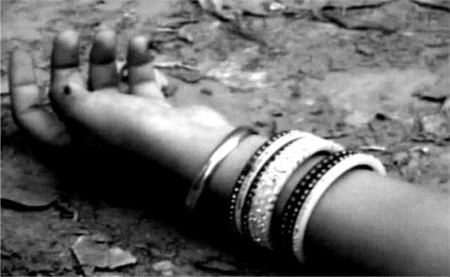 बेतिया : छठ पूजा सामग्री खरीद रही महिलाओं को पुलिस वाहन ने रौंदा, एक महिला की मौत, दो घायल