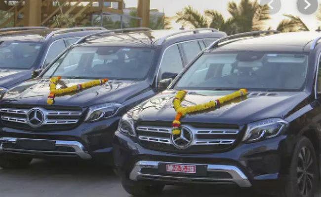 देश में मंदी की चर्चा के बीच केवल दिल्ली एनसीआर में बिकी 250 मर्सेडीज बेंज, हुंदै ने की 12,500 कारों की डिलीवरी
