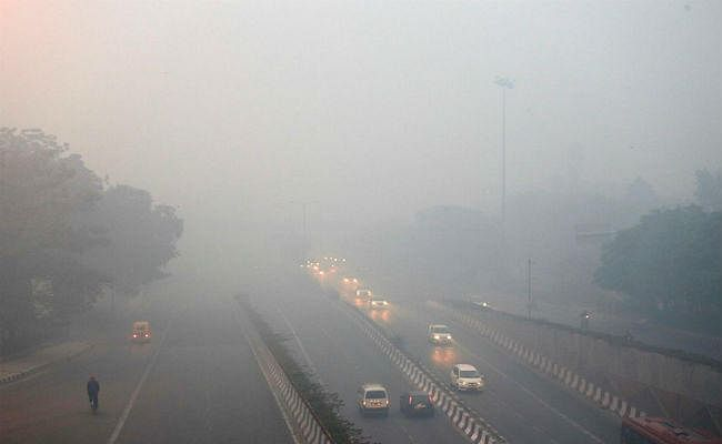 दिवाली पर दिल्ली में प्रदूषण की मात्रा रही चरम पर, वायु गुणवत्ता हुई 'बहुत खराब''
