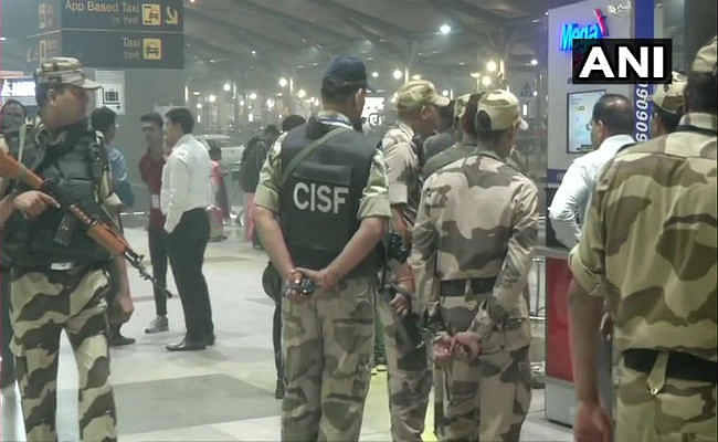 दिल्ली में IGI एयरपोर्ट पर संदिग्ध बैग मिलने से मचा हड़कंप, बढ़ायी गयी सुरक्षा