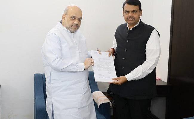 महाराष्ट्र में राजनीतिक हलचल तेज, फडणवीस ने की  पार्टी अध्यक्ष अमित शाह से मुलाकात