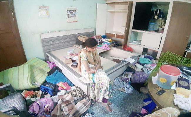 मिठाइयां खाकर चोरों ने मनायी पार्टी, फिर 50 लाख से ज्यादा की संपत्ति लेकर हुए फरार, लिखा ''''भाभी जी बहुत अच्छी हैं''''