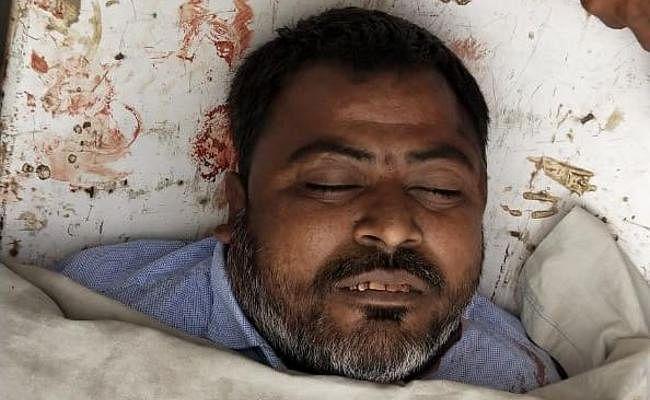 गढ़वा में दिन-दहाड़े हसीब खान की गोली मारकर हत्या, परिजनों ने शव के साथ रोड जाम कर गाड़ियों और दुकानों में की तोड़फोड़