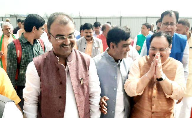 पटना पहुंचे बीजेपी के राष्ट्रीय कार्यकारी अध्यक्ष जेपी नड्डा, रामकृपाल, मंगल पांडेय और संजय जायसवाल ने किया स्वागत