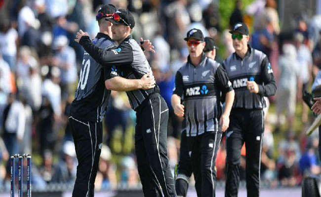 T-20: ग्रैंडहोम और गेंदबाजों ने न्यूजीलैंड को जीत दिलाई, इंग्लैंड को 14 रन से हराया