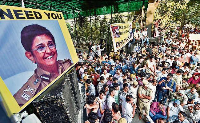 .....जब प्रदर्शन के दौरान दिल्ली पुलिसकर्मियों को किरण बेदी की आयी याद, 1988 में वकीलों पर करवाया था लाठीचार्ज
