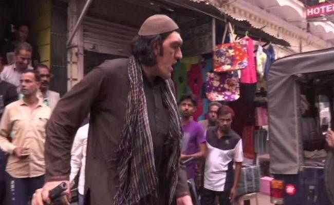 लखनऊ: अफगानी क्रिकेट फैन को हाईट की वजह से नहीं मिली रहने की जगह, 08 फीट है लंबाई