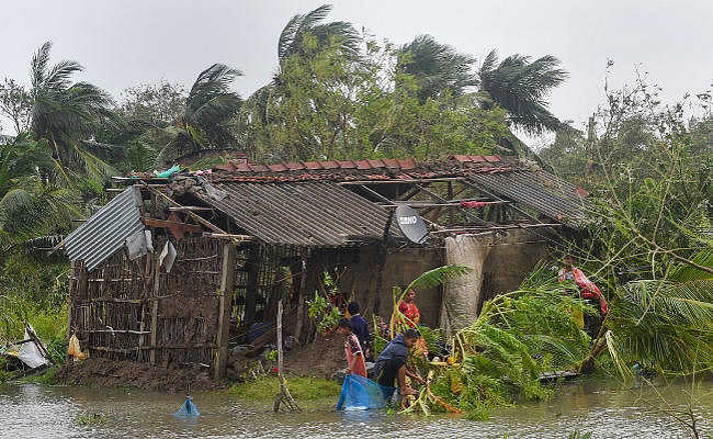 पश्चिम बंगाल में 'बुलबुल' ने ले ली 10 लोगों की जान, जनजीवन प्रभावित, प्रधानमंत्री और गृह मंत्री ने की ममता से बात