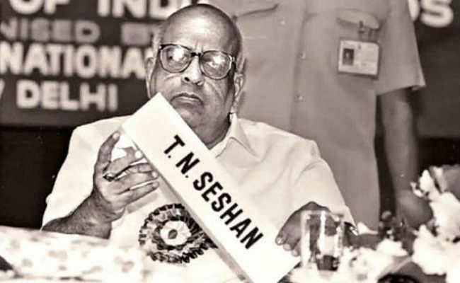 नहीं रहे पूर्व मुख्य चुनाव आयुक्त टीएन शेषन,  चुनाव नियमों को सख्ती से लागू करने में हुए थे मशहूर