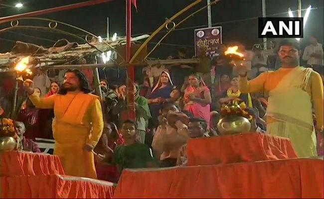 अयोध्या विवाद के फैसले के बाद सामान्य हो रही स्थिति, मंदिरों  पूजा-अर्चना के लिए आये लोग