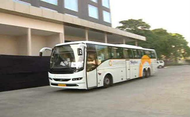 पहले टेस्ट के लिये भारत और बांग्लादेश की टीमें इंदौर पहुंचीं