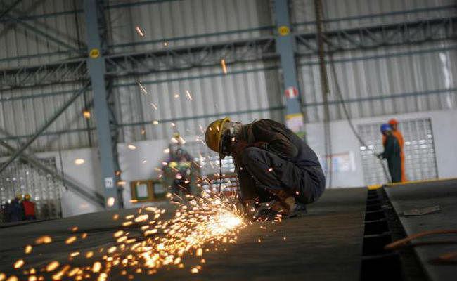 औद्योगिक उत्पादन में आठ साल की सबसे बड़ी गिरावट