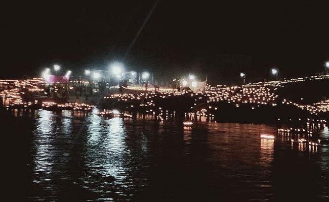 गुमला : देव दीपावली में 21 हजार दीपों से जगमग हुआ कोयल नदी तट
