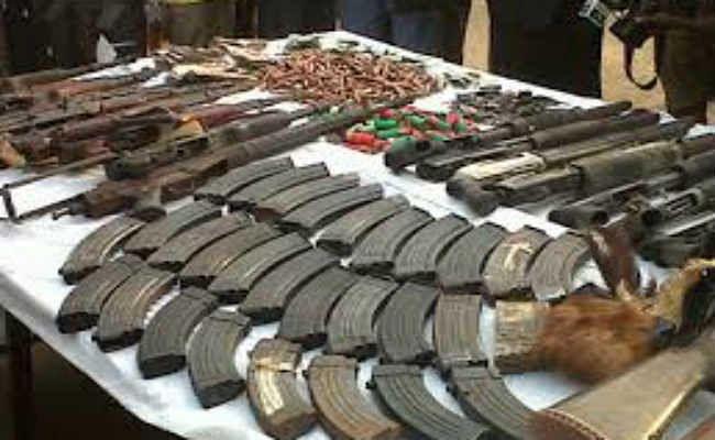 डेहरी में बड़ी संख्या में हथियार व कारतूस बरामद, 13 गिरफ्तार