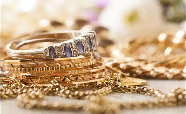 शादी-ब्याह के मौसम में मांग बढ़ने से सोने की चमक बढ़ी, कीमत 225 रुपये चढ़कर 38715 रुपये प्रति 10 ग्राम