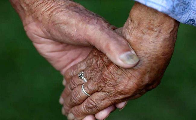 OMG! 100 से ज्यादा थी उम्र, 75 साल साथ रहे, एक घंटे के भीतर हुई पति-पत्नी की मौत