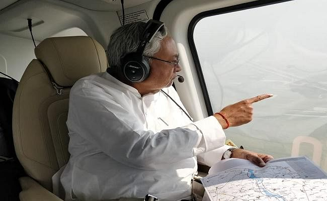 सीएम नीतीश ने पश्चिमी कोशी नहर एवं तटबंध तथा क्षतिग्रस्त कमला नदी तटबंध का किया हवाई सर्वेक्षण