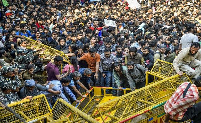 JNU Protest: नर्सरी के बच्चों की एक लाख रुपये फीस देने वालों को उच्च शिक्षा के लिए 50 हजार रुपये देने में दिक्कत क्यों?