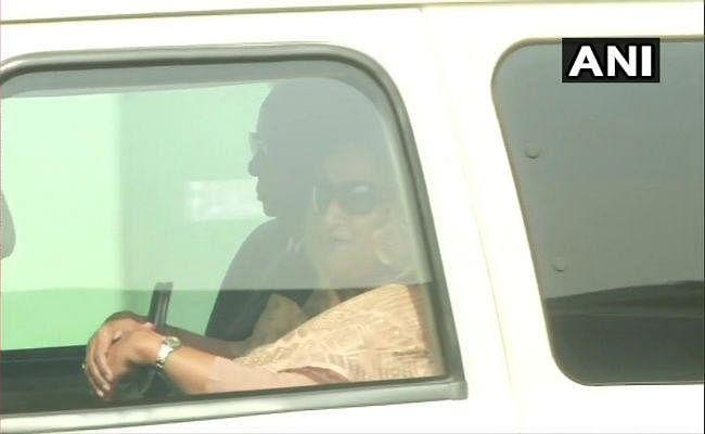डे नाइट टेस्टः ऐतिहासिक मौके पर कोलकाता पहुंची बांग्लादेश की प्रधानमंत्री, गांगुली ने किया स्वागत