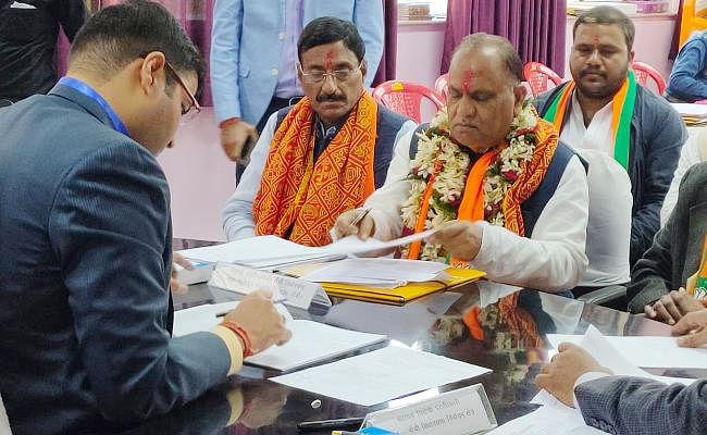 झारखंड विधानसभा चुनाव 2019 : सीपी सिंह, नवीन जायसवाल, वर्षा गाड़ी समेत कई दिग्गजों ने किया नामांकन
