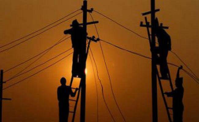 बिजली विभाग का छापा, 3.23 लाख का ठोका जुर्माना
