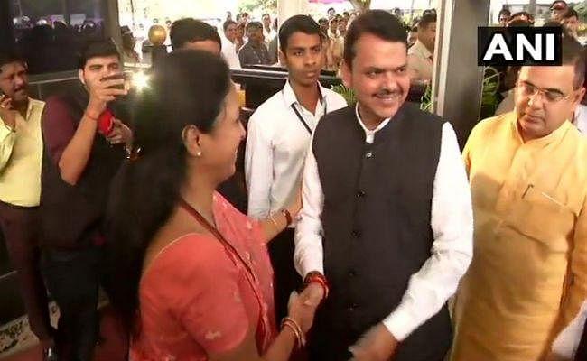 महाराष्ट्र: विधायकों के शपथ ग्रहण के बाद होगा बहुमत परीक्षण, विधानसभा पहुंचे कई बड़े नेता