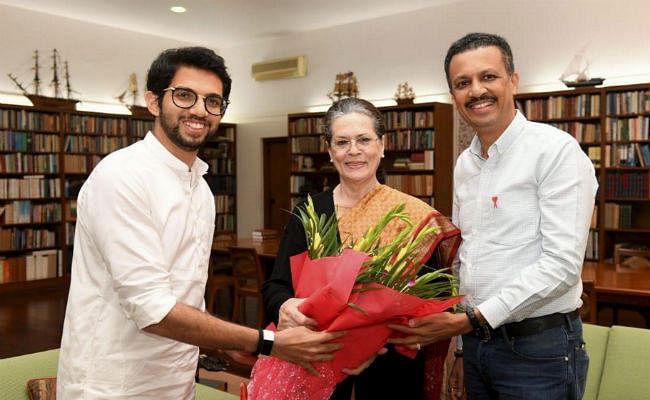 सोनिया और मनमोहन से मिले आदित्य ठाकरे, शपथ ग्रहण समारोह में आने के लिए किया आमंत्रित