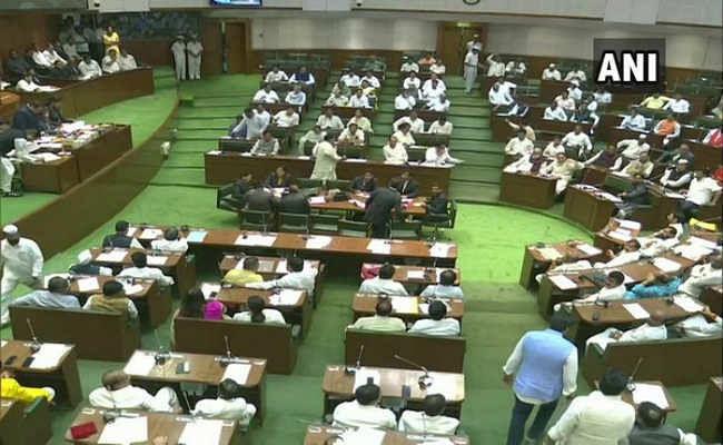 महाराष्ट्र:  फ्लोर टेस्ट में उद्धव सरकार पास, 169 विधायकों ने दिया समर्थन, BJP का वॉकआउट