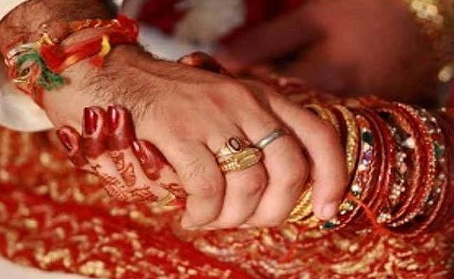 पहली पत्नी के रहते भाई की साली से दूसरी शादी रचाना दूल्हे को पड़ा महंगा, सिंदूर डालने के बाद...