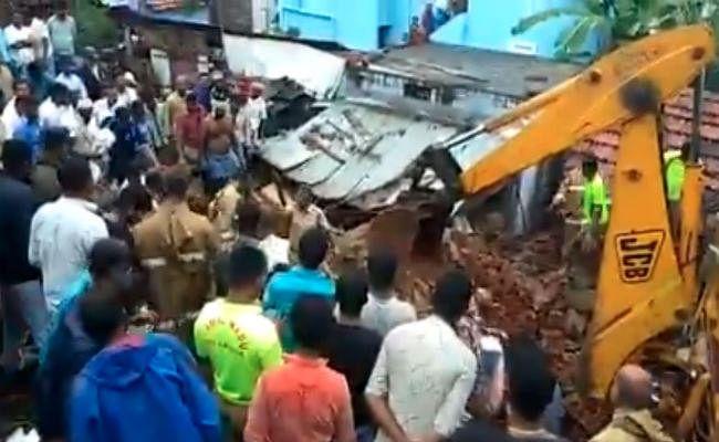 तमिलनाडु: भारी बारिश की वजह से ढही दीवार, 4 महिलाओं समेत 15 लोगों की दबकर मौत