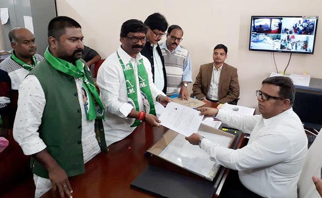 Jharkhand Election 2019 : हेमंत सोरेन ने बरहेट विधानसभा से दो सेट में नामांकन दाखिल किया