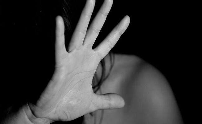 SHOCKING: 17 साल की बेटी के साथ पिता ने किया बार-बार बलात्कार, जानें पूरा मामला...